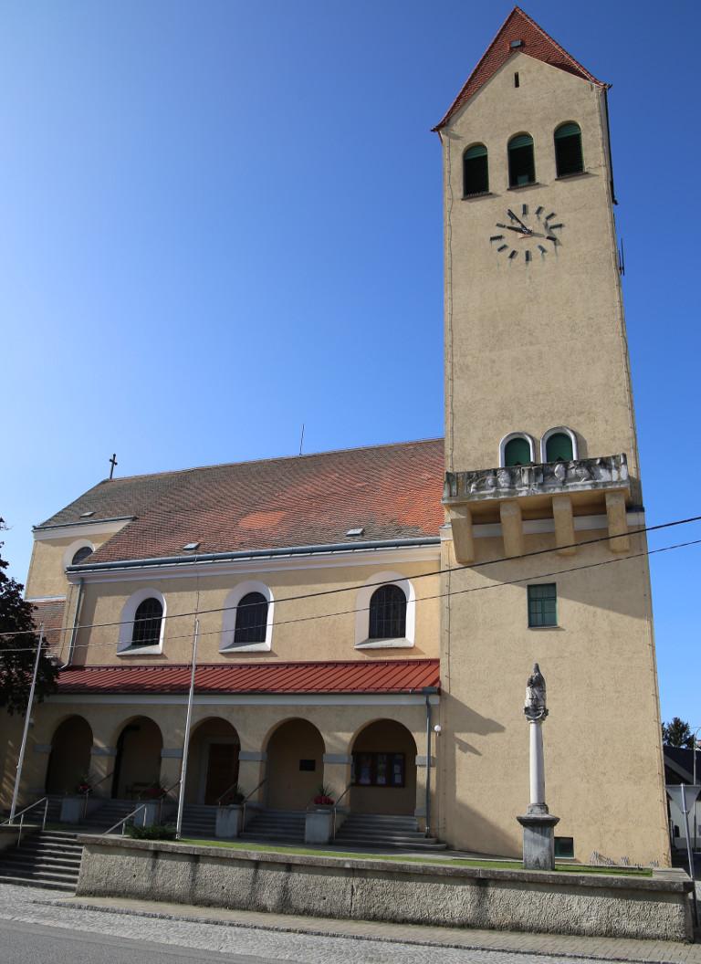 Kirche Eibesthal von außen