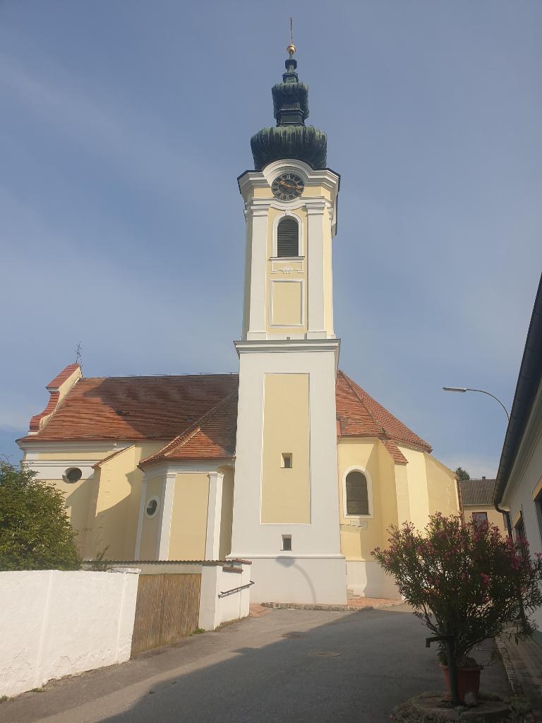 Kirche in Hüttendorf bei Mistelbach von außen