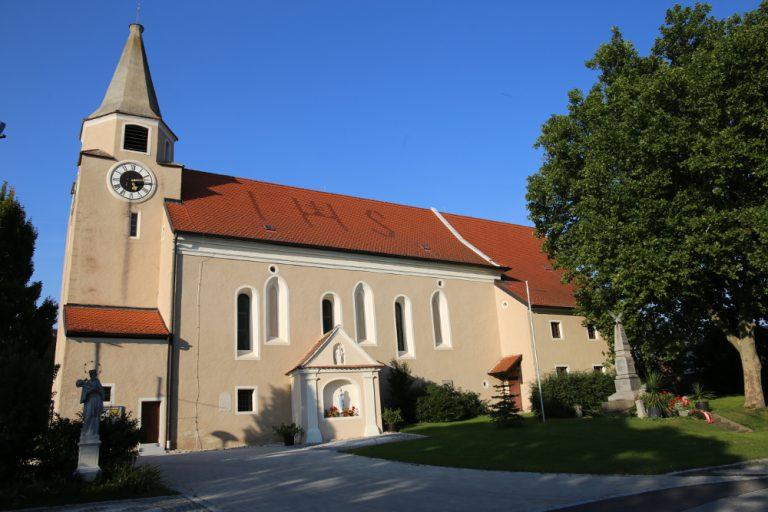 Kirche in Paasdorf bei Mistelbach von außen