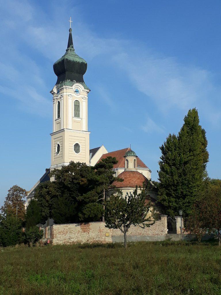 Außenansicht der Pfarrkirche Mistelbach