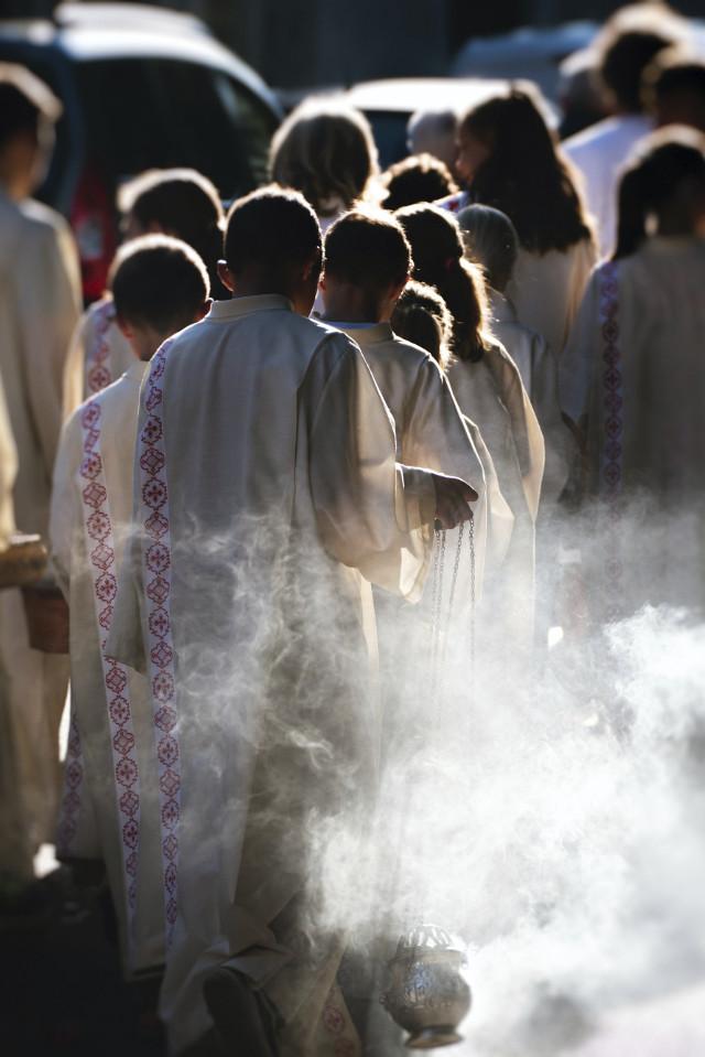 Ministranten bei Prozession