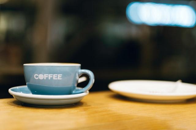 Kaffeetasse mit Schriftzug