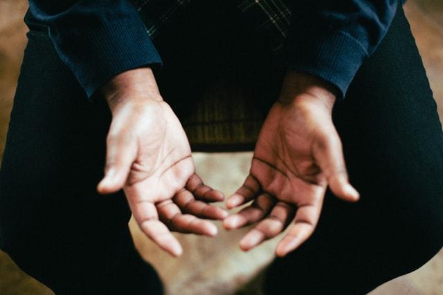 Hände von oben