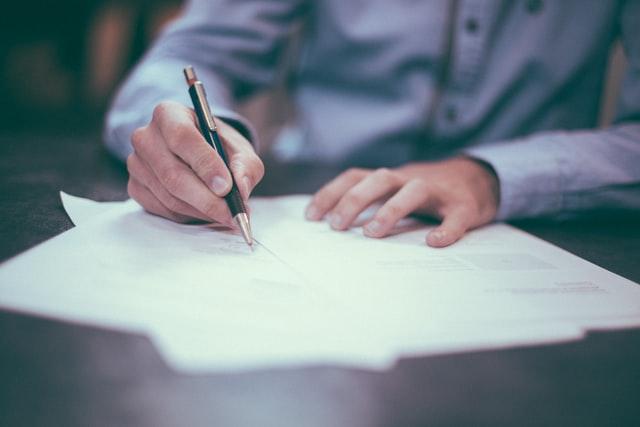 Hände die schreiben
